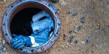 oljetanken tømmes og renses